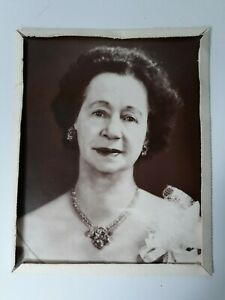 Vintage-Queen-Elizabeth-II-8x10-Black-And-White-Photo