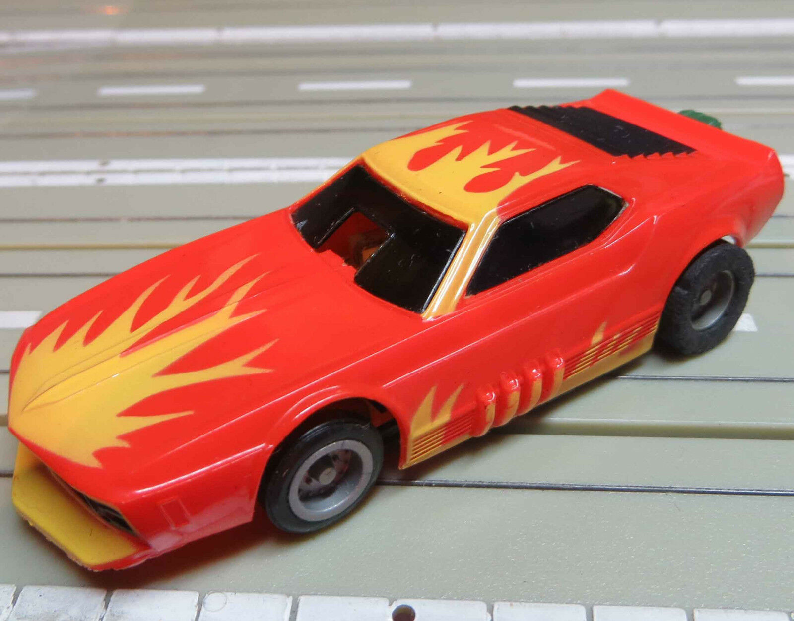 For H0 slotcar model railway Funny Camaro with tyco chassis 2 NEW TYRES