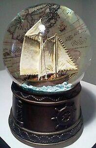 Wunderschoene-Schneekugel-Spieluhr-Sailing-mit-Segelboot