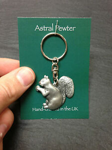 KEYRING-ASTRAL-PEWTER-SQUIRREL-EATING-NUT-KEYCHAIN-HAND-CRAFTED-UK-FINISH-NEW