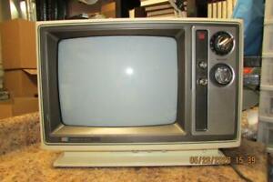 Vintage-Cream-Sharp-13-034-Retro-CRT-Tube-TV-Television-Model-13C23A