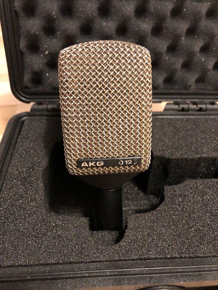 Mikrofon, AKG D12-E