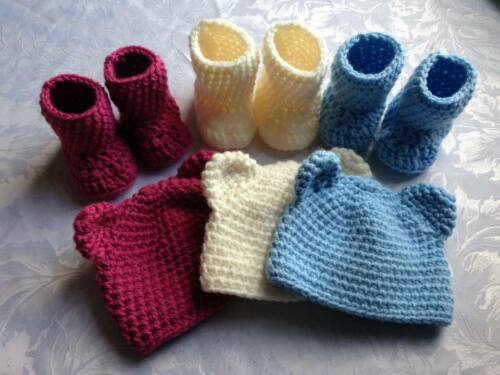 Crochet Baby Hat and booties// Winter// wooly hat