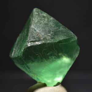 OCTAHEDRON-OF-TRANSPARENT-AND-GREEN-FLUORITE-FROM-CHINA