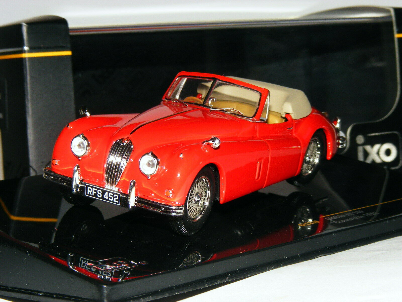 IXO CLC238 1956 Jaguar XK140 Drop Head Coupe Red 1 43