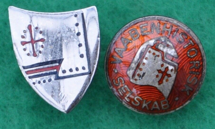 Badges, Pins