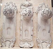 NUOVO BAROCCO FRANCESE ornata. elegante set 3 Bianco Porta Piastra Muro Appendini Ganci ART