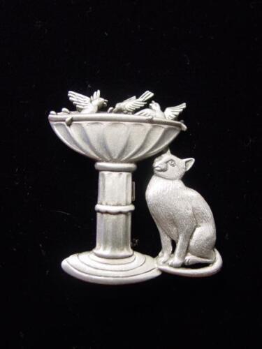 """/""""JJ/"""" Jonette Jewelry Silver Pewter /""""Chat regarder les oiseaux en Birdbath /'Pin"""