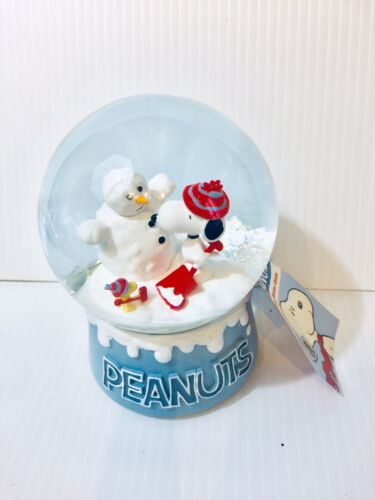 New Peanuts Snoopy Woodstock Snowman Holiday Christmas Musical Snow Globe Water
