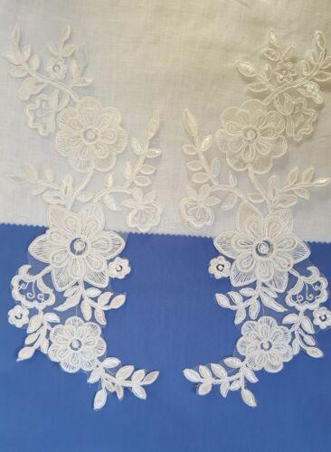 Paire 3D Blanc Ivoire Broderie Florale Appliques motifs dentelle EB0243 à coudre Trims