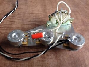 image is loading 300k-stratocaster-wiring-harness-fender-cts-pots-crl-