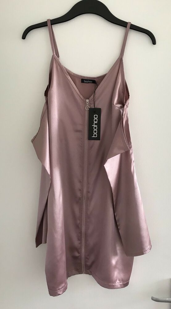 Bnwt Femmes Rose Boohoo Rose Vera Froid/off épaule Satin Shift Dress-taille 8