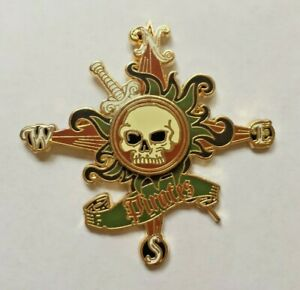 Disney-Pin-Badge-Pirates-of-the-Caribbean-Skull-and-Compass