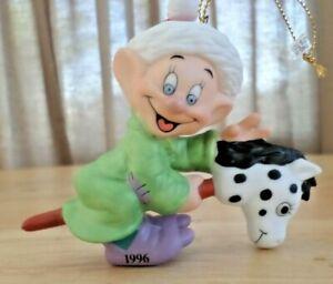 VTG-Disney-039-s-Dopey-Snow-White-amp-Seven-Dwarfs-Porcelain-1996-Christmas-Ornament