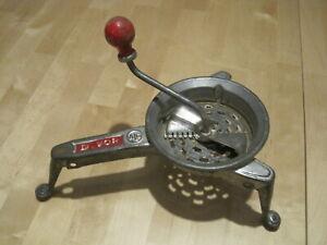 Ancienne-petite-moulinette-Broyeur-a-legumes-hachoir-vintage