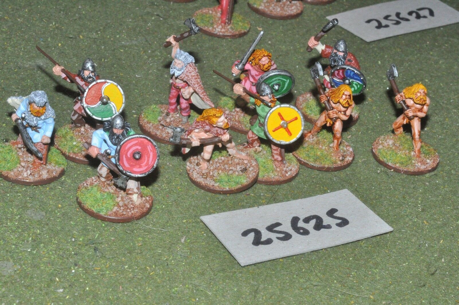 25mm dark ages   vikings - warriors 10 figures - inf (25625)