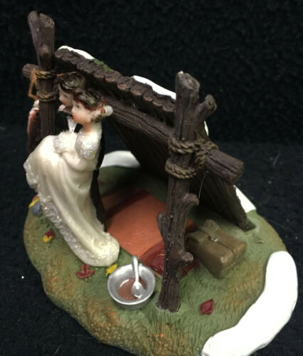 LEAN-TO Camping Fishing Lake Hunting Woods Wedding Cake Topper Funny Groom top