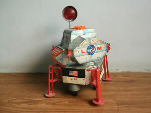 Rare-vintage-battery-powered-NASA-APPOLO-11-tin-space-shuttle-made-in-Japan