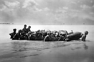 WWII-photo-US-marines-carry-inflatable-boat-wounded-comrades-during-the-bat-1113