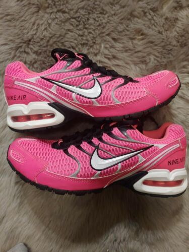 Nike Torch 4 Womens pink or black size 8