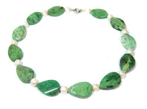 Stilvolle Halskette aus Edelsteinen grünem Opal mit Süsswasserperlen