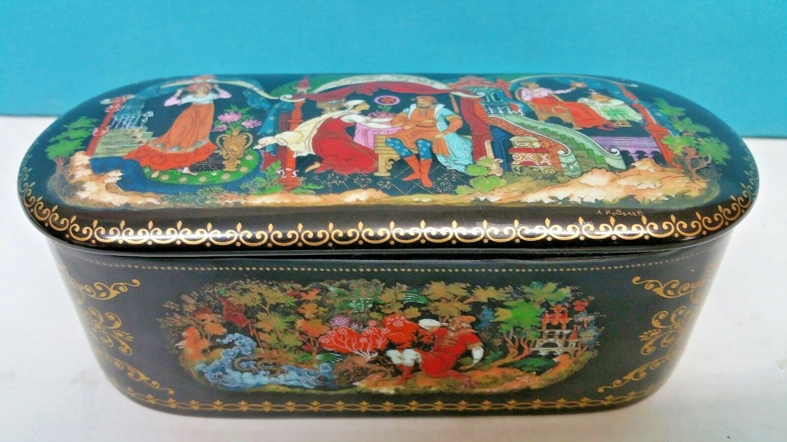 RUSSIAN PORCELAIN BOX HAND PAINTED SIGNED LIMITED MADE NUMBER 621 A 1991