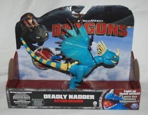 Dreamworks Dragons - Dragon d'action Deadly Nadder avec flash de flammes Light Up 778988018934
