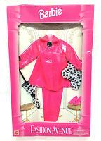 Barbie Doll Mattel 1995 Fashion Avenue Fuchsia Pink Raincoat Umbrella Accessory