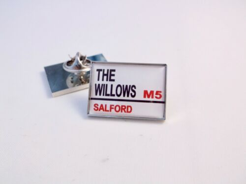 Salford City Reds Stadium Road Street Signe Lapel Pin Badge Cadeau