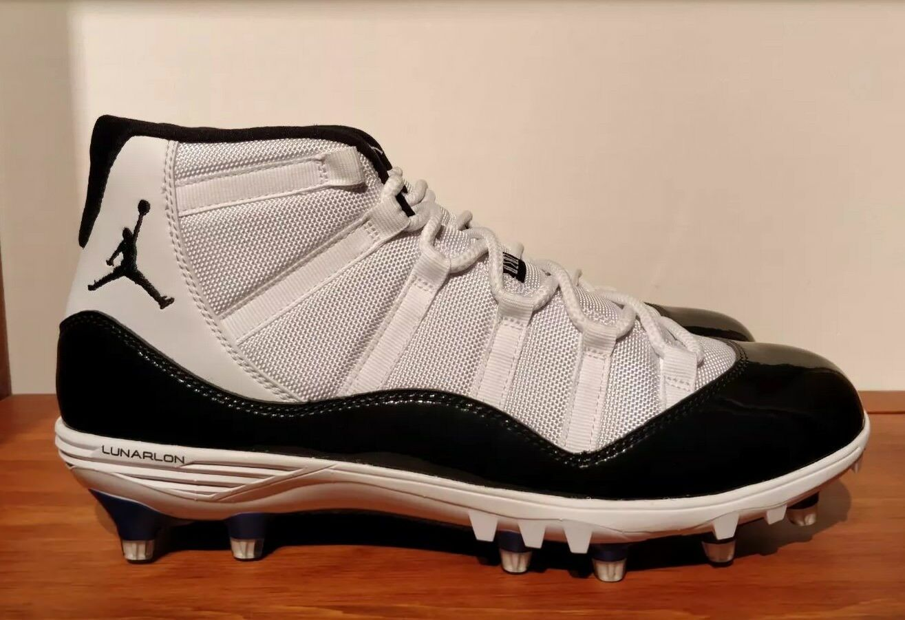 Nike Air Jordan XI (11) retro cleat