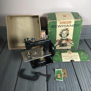 Vintage-Singer-Sewhandy-Model-20-Child-039-s-Miniature-Hand-Crank-Sewing-Machine