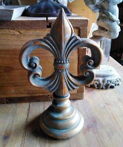 Statuette-Lys-Fleur-de-Lis-Objet-Decoration-Style-Antique-Maison-Vintage-Shabby