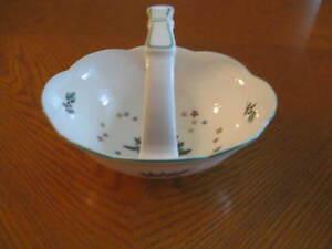 Nikko-HAPPY-HOLIDAYS-Small-Handled-Basket-Christmas-Dinnerware