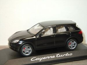 Porsche-Cayenne-Turbo-2010-Minichamps-1-43-in-Box-34067