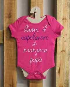 Body bimbo BDY06_fucsia, Sono il capolavoro di Mamma e Papà, 100% cotone - Italia - Body bimbo BDY06_fucsia, Sono il capolavoro di Mamma e Papà, 100% cotone - Italia
