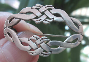 Considerate Scottish Silver Orkney Celtic Zoomorphic Malcolm Gray Ortak A Great Variety Of Goods Kells Brooch