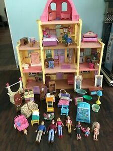 FISHER-PRICE-LOVING-FAMILY-DOLLHOUSE-WITH-FURNITURE-AND-WHOLE-FAMILY