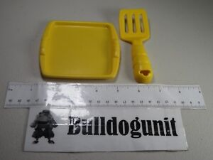 2010 Play-Doh Yellow Tray Spatula Part Only Meal Makin Kitchen Hasbro