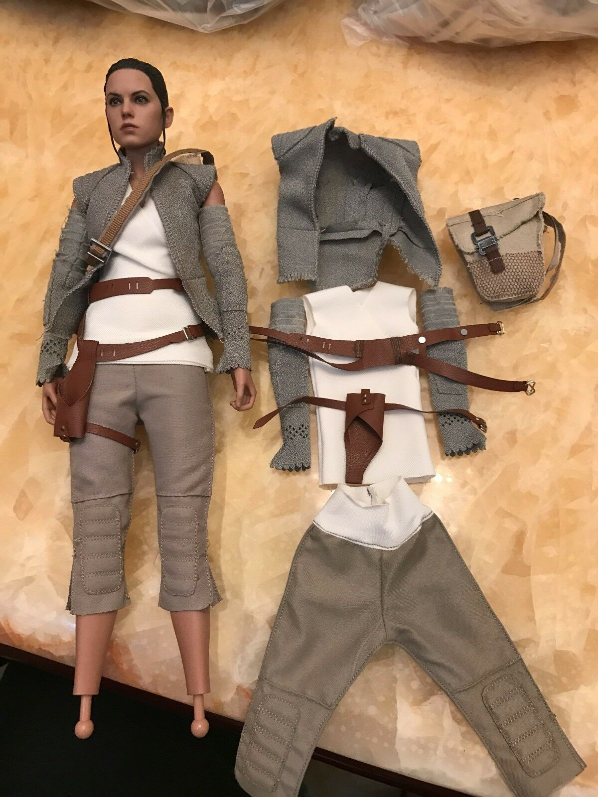 1 6 Rey Daisy Ridley 7 pcs clothes set for Hot Toys MMS 377 Resistance