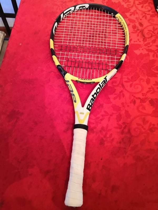BABOLAT AEROPRO DRIVE Cortex Junior 26.5 in (environ 67.31 cm) 4 petits grip raquette de tennis