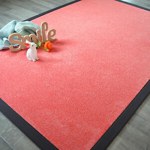 Tapis-en-velours-rose-bonbon-Ganse-anthracite-Salon-chambre-enfant-fille