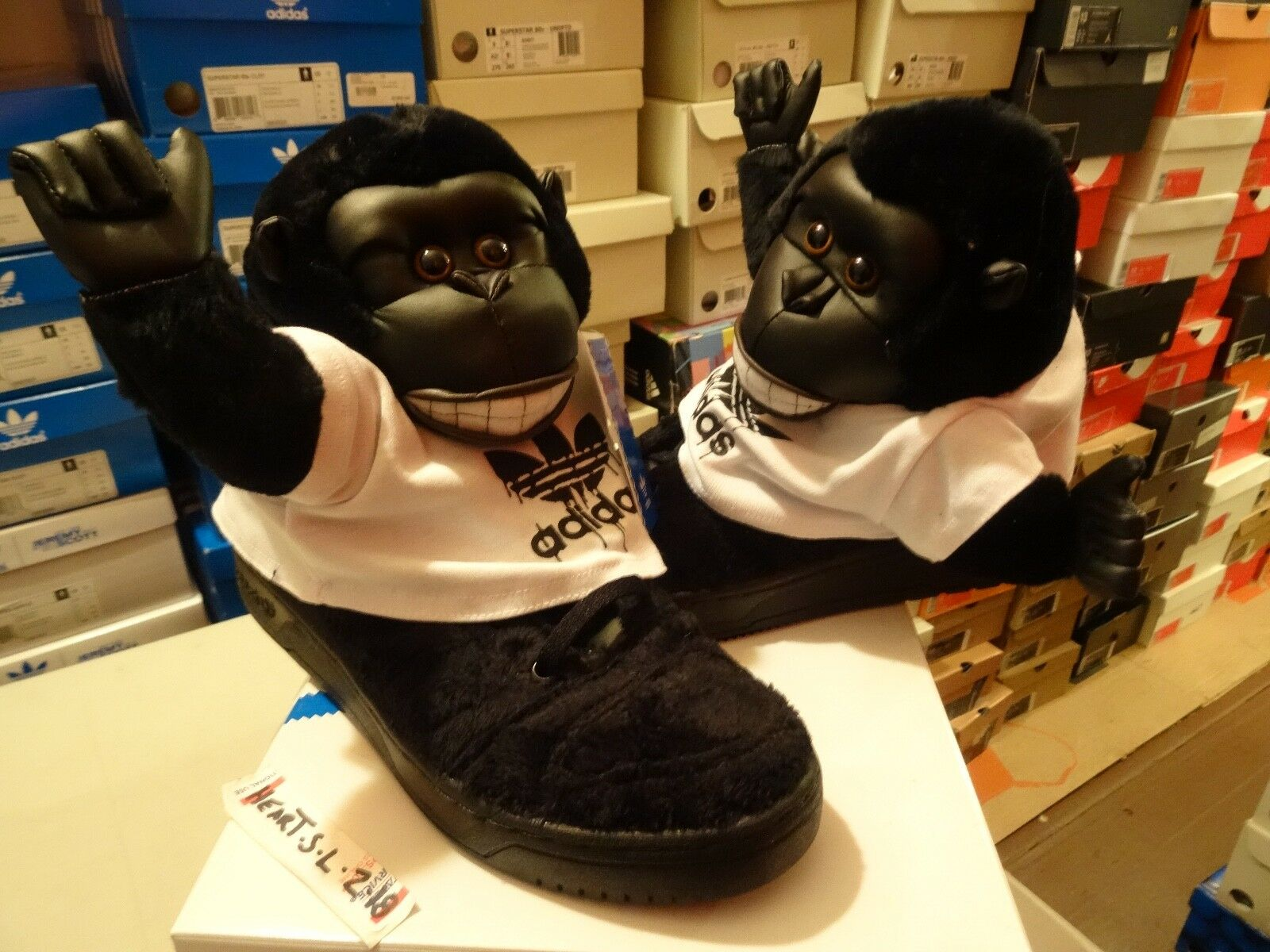NEW Adidas Originals Jeremy Scott Gorilla nero V24424 SZ 11.5 Panda Wings Bear