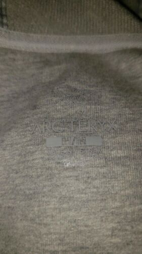 Arc`teryx Women/'s Word On End Full-Zip Hoody in light gray color brand new