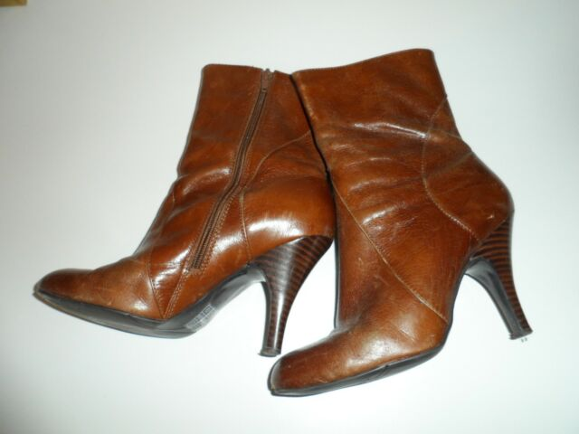 Nine west ladies brown leather boots  SIZE 6w