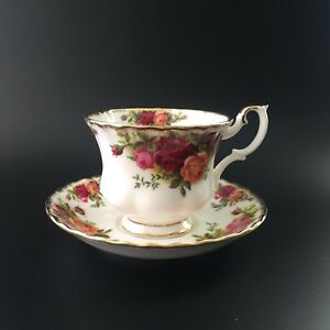 Royal-Albert-Old-Country-Roses-Footed-Tea-Cup-amp-Saucer-Set-Made-in-England