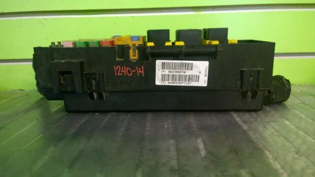 03 Jeep Liberty Sport 3 7l At Fuse And Relay Box Oem 1240
