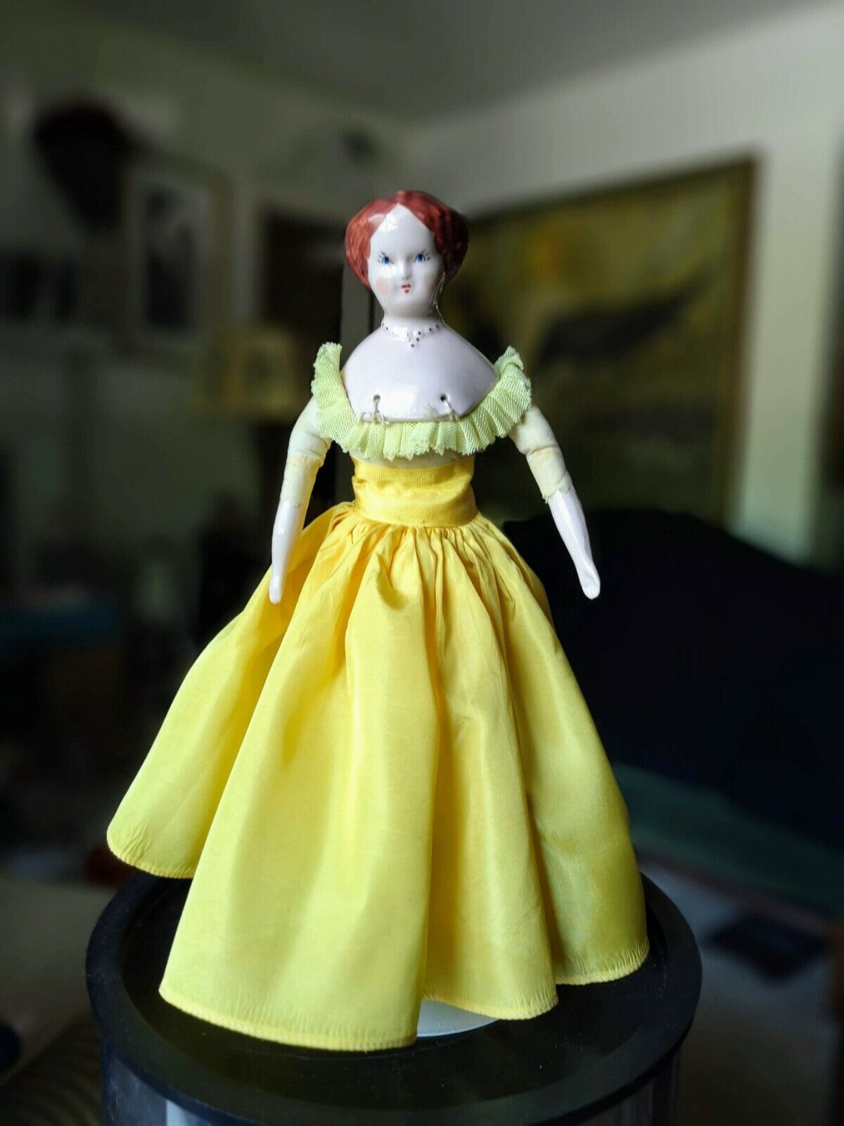 Vintage 12  Ruth Gibbs Pelo Castaño rosado Muñeca De Porcelana vestido de oro