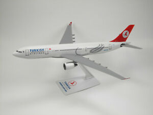 THY-Turkish-Airlines-Airbus-A330-200-1-200-inkl-Standfuss-NEU-OVP-TC-JNA-PPC