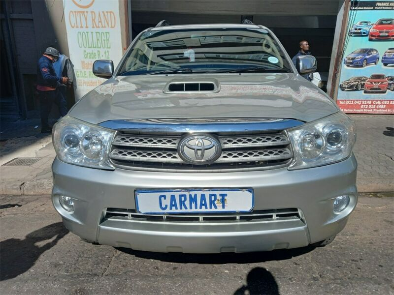 2011 Toyota Fortuner 3.0 D-4D 4x2 AT, Silver with 93000km available now!