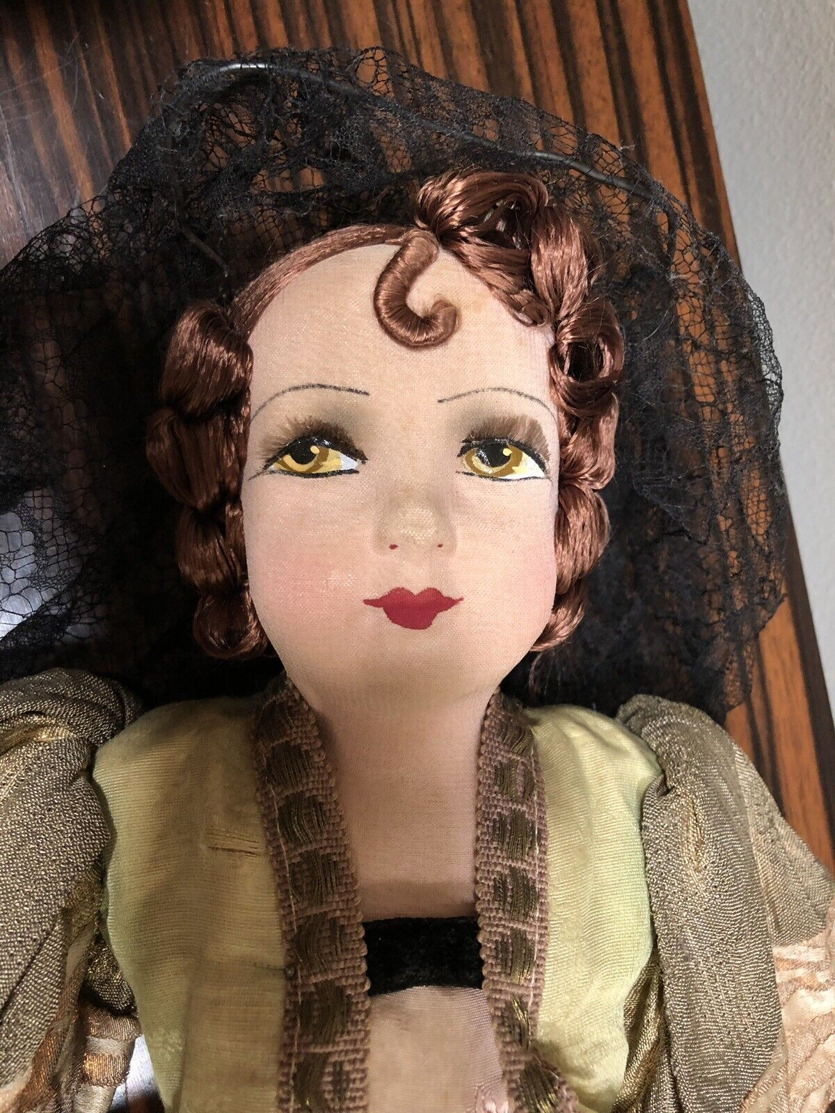 Francés antiguo Muñeca de salón español señorita 1920 Seda Pestañas Cara Pintada